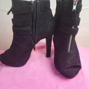 "Rue 21 Ect 5"" black peep toe zippered ankle boot M"